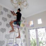 9 Cara Memasang Wallpaper Dinding Rumah