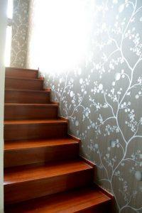 7 Motif Wallpaper Untuk Dinding Tangga
