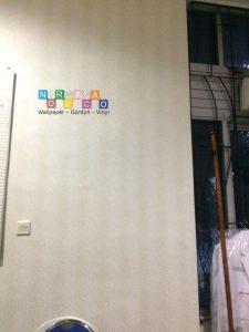 Pemasangan Wallpaper Di Jalan Kesehatan, Sinduadi, Sleman, Yogyakarta