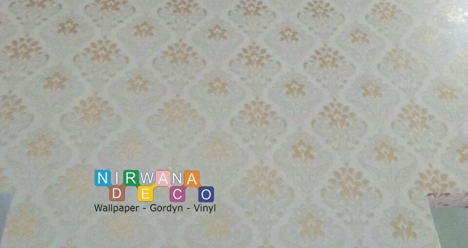 Pemasangan Wallpaper Di Jalan Mojo, Baciro, Yogyakarta
