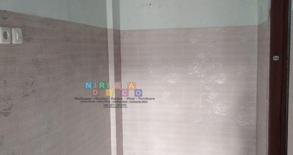 Pemasangan Wallpaper Sticker Di Jalan Gedong Kuning, Rejowinangun, Yogyakarta