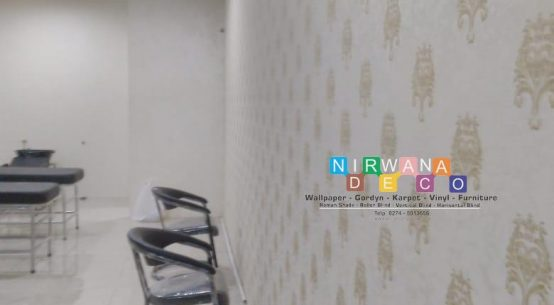 Pemasangan Wallpaper Di Jalan Seturan Raya, Kledokan, Caturtunggal, Yogyakarta