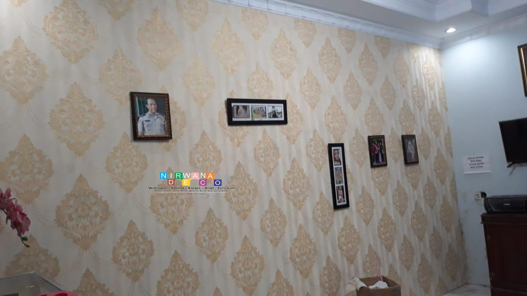 Wallpaper Dinding Desain Sendiri  pemasangan wallpaper di dalem teratai asri yogyakarta