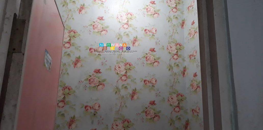 Pemasangan Wallpaper Di Dalem Teratai Asri, Yogyakarta