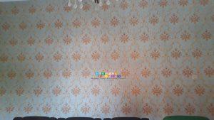 allpaper dinding rumah memang memiliki beberapa keunggulan, di antaranya adalah wallpaper tidak memiliki kandungan kimia sebanyak cat dinding sehingga aman bagi kesehatan. Selain itu, warna dan motif wallpaper sangat beragam sehingga bisa disesuaikan dengan keinginan penghuni. Daya tahannya pun cukup lama dan ketika dilepas tidak akan merusak dinding rumah.