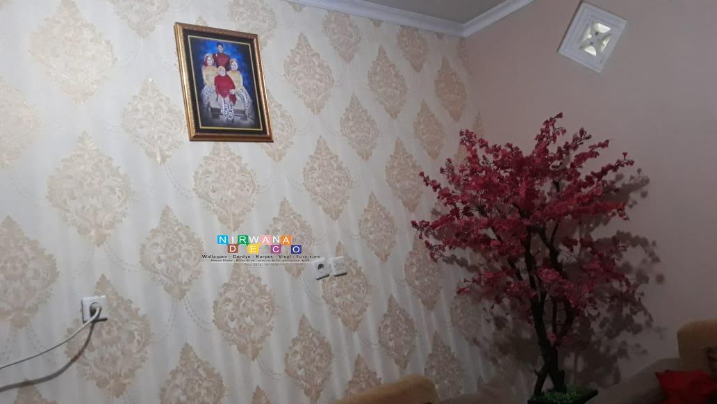 Pemasangan Wallpaper Di Dalem Teratai Asri Yogyakarta