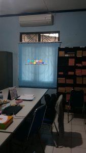 Pemasangan Vertikal Blind Di Jalan Arteri, Kembang, Maguwoharjo, Depok, Yogyakarta