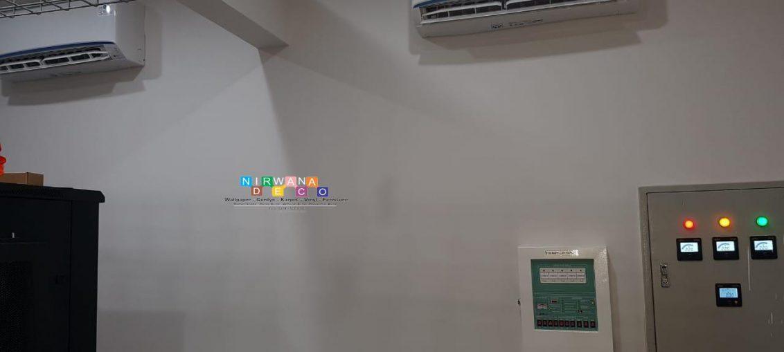 Pemasangan Wallpaper Di Jalan Wijilan, Panembahan, Kraton, Yogyakarta