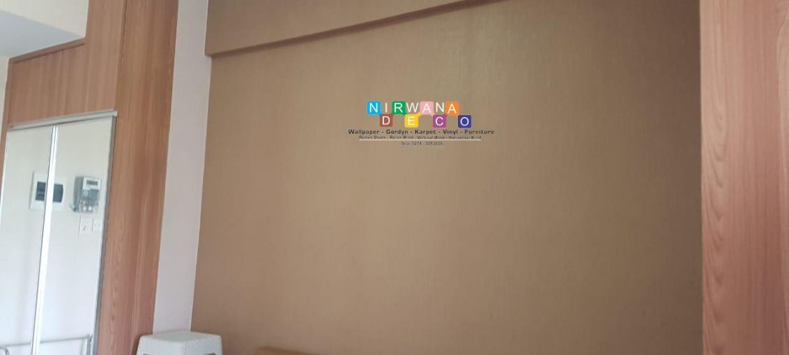 Pemasangan Wallpaper Di Student Castle, Yogyakarta