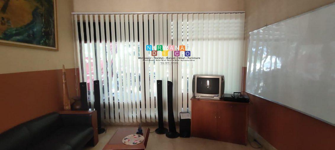 Pemasangan Vertikal Blind Di Jalan Surya, Babadan, Banguntapan, Bantul, Yogyakarta